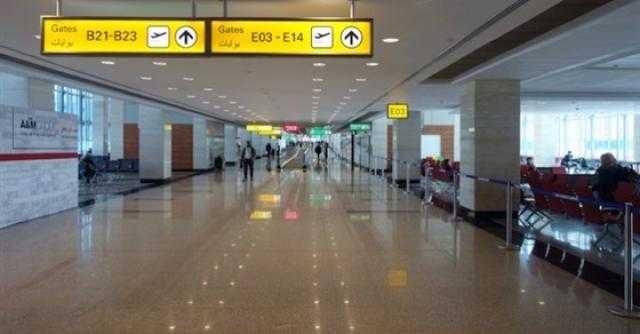 أبطال عقد الخواجة يصورون مشاهد من الفيلم في مطار القاهرة