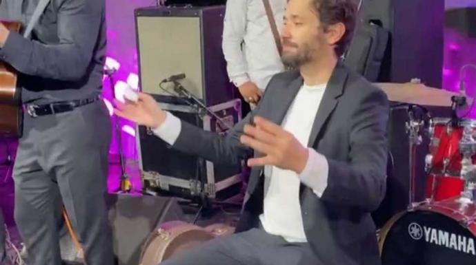 كريم محمود عبدالعزيز يرقص على «صاحب الجمال»..والسعدني: «نسخة من أبوك» (فيديو)